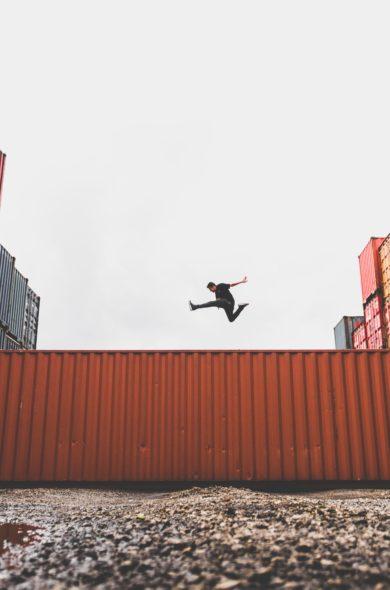 Container mit Flugobjekt