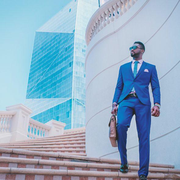 Mann im stylischen Business-Outfit