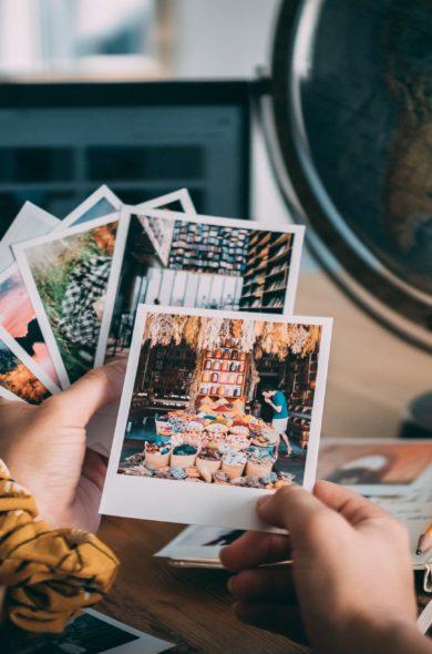 Hand halten Bildkarten