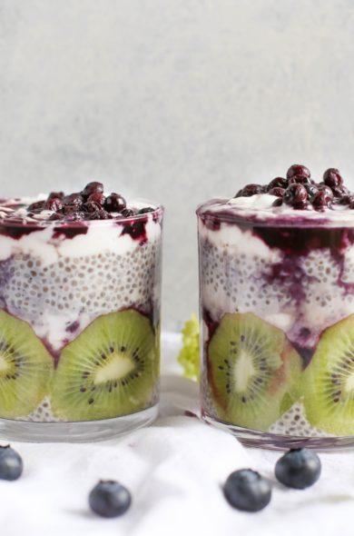 Schichtjoghurt mit Kiwi und Beeren
